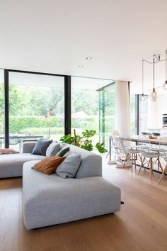 Home Design, Nordic Interior Design, Home Living Room, Living Room Designs, Living Room Decor, Sofa Styling, Space Interiors, Modern Kitchen Design, Cozy House