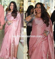 vidya balan in pink anavila saree Pink Saree Silk, Plain Chiffon Saree, Pink Saree Blouse, Sari Dress, Pink Kurti, Cotton Saree Designs, Silk Saree Blouse Designs, Saree Blouse Patterns, Khadi Saree