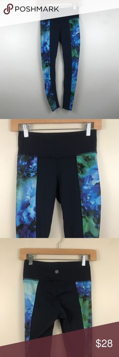 Athleta High Rise Bloom Chaturanga Tight Floral Athleta High Rise Bloom Chaturanga Tight Floral Item is used, free of holes or stains. Comes from smoke and pet free home. If you have any questions, please ask. Plus Fashion, Fashion Tips, Fashion Design, Fashion Trends, Camo Print, Colorful Leggings, Leggings Are Not Pants, Pants For Women, Tights