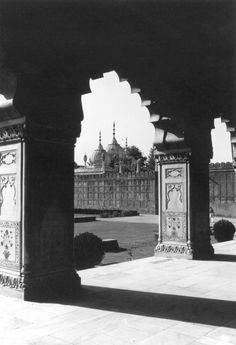Divan-i Khas (Delhi, India), 1986 photo by William Porter https://archnet.org/sites/5271?utm_content=buffera9cad&utm_medium=social&utm_source=pinterest.com&utm_campaign=buffer
