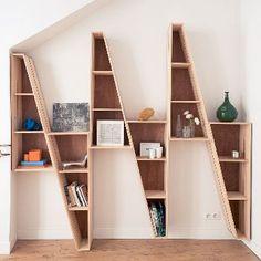 Een boekenkast hoeft niet statig in je interieur te staan. Hij kan ook zeker functioneel zijn in de vorm van een mooi ontwerp! Laat je inspireren op http://100procentkast.nl/blog/inspiratie-voor-je-boekenkast-11-11