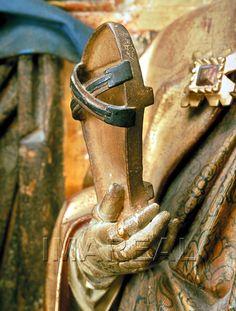 http://tarvos.imareal.oeaw.ac.at/server/images/7005701.JPG. Detail of St. Vigilius by Hans Klocker, c. 1490-1495. Patiner, ja, eller vad det nu är, som nästan ser ut att vara okej att gå i utan att vricka fötterna helt. Annars funderar jag på att göra ett par med utgångspunkt från ett par vanliga träskors trädel.