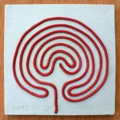 Ariadne's thread 1 The Ariadne's thread on a ceramic maze (read article)