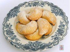 Panzerotti dolci con marmellata di castagne, pezzetti di cioccolato, noci, uvette, oppure canditi, secondo i vostri gusti.