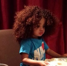Love her hair color! My hair was the same color when I was a baby. Pelo Natural, Natural Hair Care, Natural Hair Styles, Beautiful Children, Beautiful Babies, Adorable Babies, Big Hair, Your Hair, Curly Hair Baby Boy