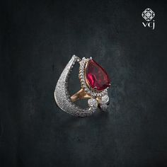 Get allured into the world of glamour. Be amused as #vikaschainandjewellery captivates you.