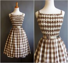 Mort gingham dress smocking spaghetti straps by edgertor 1920s Fashion Women, 1950s Fashion, Vintage Fashion, Vintage Style, 50s Vintage, Vintage Pins, Smocking, Vintage Dresses, Vintage Outfits