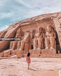 Egypt itinerary 6 days Cairo, Luxor, Aswan & Abu Simbel tour accompanied by a private Egyptologist tour guide to witness the most famous landmarks in Egypt. Ancient Mexican Civilizations, Ancient Egypt, Ancient History, Art History, Pyramids Egypt, Egyptian Temple, Unique Vacations, Visit Egypt, Valley Of The Kings