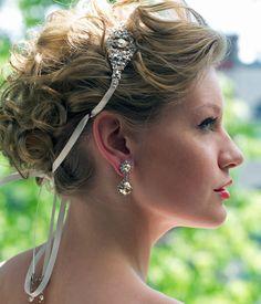 How amazing is this Haute Bride: Diamond Brooch Ribbon Headband?! We love!