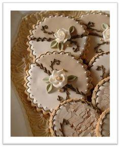 Cookies by Julia M. Usher - the most beautiful cookies I've ever seen! Elegant Cookies, Fancy Cookies, Vintage Cookies, Iced Cookies, Cute Cookies, Royal Icing Cookies, Cupcake Cookies, Cookies Et Biscuits, Owl Cookies