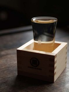 Sake is traditionally considered as a sacred alcoholic beverage. Be honored when the sake overfills the glass and flows into the box. Japanese Rice Wine, Japanese Sake, Japanese Culture, Japanese Food, Japanese Drinks, Cocktails, Alcoholic Drinks, Beverages, Amaterasu