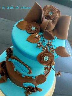 Tiffany Blue and Brown Cake Pretty Cakes, Beautiful Cakes, Amazing Cakes, Gourmet Recipes, Gourmet Foods, Cake Recipes, Tiffany Blue Cakes, Black Magic Cake, Adult Birthday Cakes