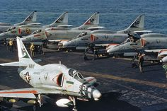 Douglas Skyhawk aircraft of Attack Carrier Air Wing 21 (tailcode… Military Jets, Military Aircraft, Fighter Aircraft, Fighter Jets, Uss Hancock, Bomber Plane, Douglas Aircraft, Us Navy Aircraft, Navy Marine