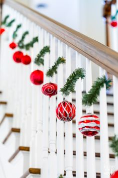 Creative ways to use Christmas garland ties. Garland ties on a staircase. Creative ways to use Christmas garland ties. Garland ties on a staircase. Christmas Stairs Decorations, Diy Christmas Garland, Christmas Porch, Noel Christmas, Simple Christmas, White Christmas, Outdoor Xmas Decorations, Christmas Decorations For The Home Living Rooms, Lollipop Decorations