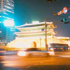 전통과 현대의 아름다운 조화 . #서울 #숭례문 #architecture #seoul #city_night