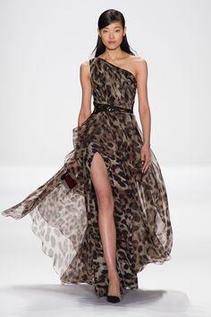 Best Gowns New York Runways - Best Fashion Week Gowns - Elle Animal Print Fashion, Fashion Prints, Fashion Design, Beautiful Gowns, Beautiful Outfits, Online Fashion, Best Gowns, Belle Silhouette, Fashion Magazin