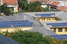 Contener el calentamiento global requiere grandes esfuerzos económicos y un cambio de modelo energético: la llamada transición energética, es decir, la evolución hacia una sociedad y economía baja en emisiones, con menor dependencia de los combustibles fósiles, principales responsables de la emisión de GEI, y por tanto, del calentamiento global. Reducir las emisiones de gases de efecto invernadero pasa por apostar por la sostenibilidad, la eficiencia energética y las energías renovables.