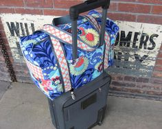 New Duffle Bag Pattern Carry on Sized Travel Duffle with Trolley Sleeve Instant… Duffle Bag Patterns, Tote Pattern, Rolling Bag, Carry On Size, Trolley, Pdf Sewing Patterns, Purse Patterns Free, Lining Fabric, Bag Making