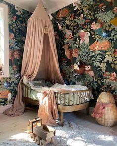 Bedroom Themes, Girls Bedroom, Bedroom Decor, Wall Decor, Girl Room, Baby Room, Ideas Habitaciones, Modern Bedroom Design, Kids Room Design