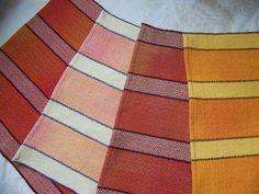 Cette liste est pour une serviette tissée à la main « Peau de pêche Stripes » pour 26 $ chaque. Fabriqué à partir de qualité 100 % mercerisés coton naturel qui ont été teints à la main avant de déformer le métier à tisser (voir dernière photo de chaîne séchage) afin que chaque serviette sera « unique en son genre. » (S'il vous plaît noter que chaque serviette aura des changements de couleur en différents endroits). Double ourlet roulé à chaque extrémité. Modèle réversible sergé fantaisie… Mademoiselle Bio, Guest Towels, Genre, Dobby, Dish Towels, First Photo, Color Change, Hand Weaving, Great Gifts