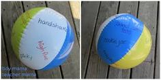 Gooi deze bal met de volledige klas in de lucht. De eerste die hem vangt leest het woord ( kan in een eerste leerjaar of in de derde graad met Franse woorden )