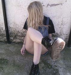 grunge girl tumblr blonde indie pale pastel kawaii scene fashion doc martens black white  site model hipster hippie punk 5sos emo