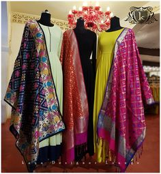 Indian fashion has changed with each passing era. The Indian fashion industry is rising by leaps and bounds, and every month one witnesses some new trend o Indian Gowns, Indian Attire, Pakistani Dresses, Indian Wear, Indian Outfits, Indian Clothes, Kurta Designs, Blouse Designs, Estilo India