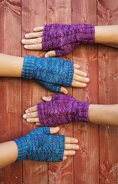 Daenerys Mitts - free pattern from  Vlnene Sestry knit in Malabrigo Arroyo