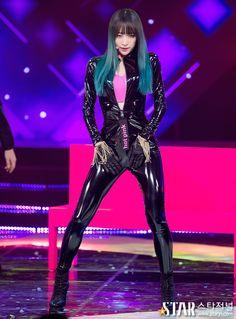 Hani of EXID wearing skintight latex catsuit Hani, Sexy Asian Girls, Beautiful Asian Girls, Kpop Girl Groups, Kpop Girls, Hot Pink, Mode Latex, Latex Girls, Latex Fashion