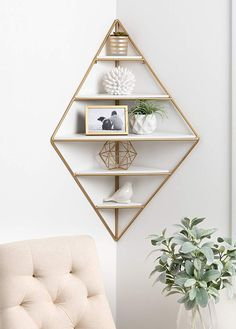 Love that this Mid Century Modern Corner Wall Shelf by Modern Rustic Interiors could be used in any room in my house! Love that this Mid Century Modern Corner Wall Shelf by Modern Rustic Interiors could be used in any room in my house! Diy Wand, Cheap Home Decor, Diy Home Decor, Gold Home Decor, Unique Home Decor, Home Decor Items, Mur Diy, Corner Wall Shelves, Corner Wall Decor