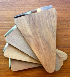 Carl Auböck; Walnut and Leather Cutting Boards with Steel and Horn Matching Knives for Werkstaette Carl Aubock, 1950s.