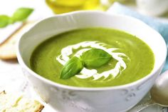 Zucchini soup with basil with thermomix, a delicious zucchini soup for your dinner tonight. Here's the recipe for making this thermomix soup Vegetable Soup Recipes, Vegetarian Recipes, Healthy Recipes, Bean Soup Recipes, Healthy Detox, Healthy Soup, Creamy Zucchini Soup, Thermomix Soup, Superfood