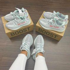 Tennis Shoes Sneakers Roshe - Tennis Shoes Sneakers Roshe Source by kikadaby - Yeezy Sneakers, Shoes Sneakers, Black Sneakers, Running Sneakers, Casual Sneakers, Women's Shoes, Yezzy Shoes Women, Yeezy Womens