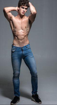 Gay boys in strakke 501 jeans