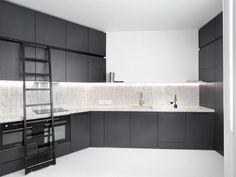 project by capo-architectes / contemporary kitchen / black and white / www.capo-architectes.com