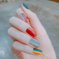 An elegant grown up version of adding a quirky and bright rainbow to your nails to add a bit of colour to your day , Alice make up a/ Beauty tip. 29 ideias de unhas que vão mudar seu conceito sobre nail art Acrylic Nails, Gel Nails, Nail Polish, Cute Nails, Pretty Nails, Cute Nail Art, Beautiful Nail Art, Gorgeous Nails, Nailart
