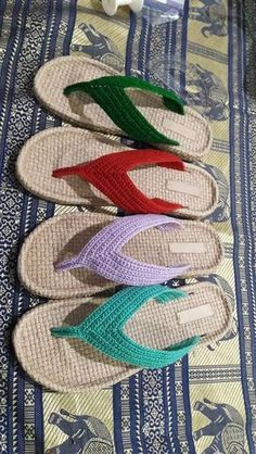 Easy Garter Stitch Knit Crossover Slippers Free Knitting Pattern - Pin to Pin Crochet Slipper Pattern, Crochet Slippers, Free Knitting, Knitting Patterns, Crochet Patterns, Crochet Stitches, Knit Crochet, Crochet Hats, Crochet Flip Flops