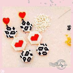 ☬ 𝐵𝓎 𝒜𝓃𝒹𝓇𝑒𝒶 𝒮𝒶𝓁𝒶𝓏𝒶𝓇 ☬ sur Insta. Beaded Earrings Native, Diy Earrings, Earrings Handmade, Jewelry Patterns, Beading Patterns, Bead Jewellery, Beaded Jewelry, Knitted Necklace, Diy Crafts For Girls