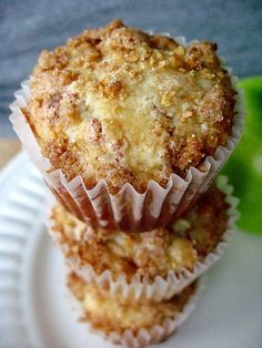 Bakery style muffins got nothin' on my delicious Apple Snickerdoodle Muffins with glaze. You won't need to get your muffins from the coffee shop anymore! Snickerdoodle Muffins, Apple Cinnamon Muffins, Cinnamon Chips, Cinnamon Apples, Applesauce Muffins, Cinnamon Cupcakes, Ground Cinnamon, Köstliche Desserts, Delicious Desserts