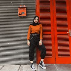 Muslim Women Fashion, Modern Hijab Fashion, Street Hijab Fashion, Hijab Fashion Inspiration, Casual Hijab Outfit, Casual Outfits, Mom Jeans Outfit, Teenager Outfits, Aesthetic Clothes