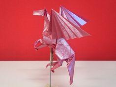 Pegaso de Sathosi Kamiya, plegado por mi en papel Crumpled Pearl de 35x35