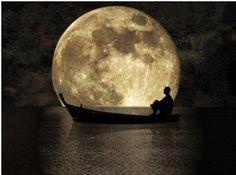 ¡buenas noches!...la luna está hoy grande y llena como un gigantesco #ojo que nos vigila desde el cielo...