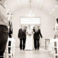 Como lidar com pais separados no dia da festa de casamento?  Casamento é sempre emoção, mas quando envolve pais separados isso pode trazer alguns problemas. Mesmo quando o casal tem uma relação amigável, no decorrer do planejamento pode começar a surgir ciúm…