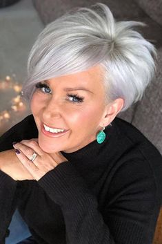 Bridal Hairstyles Heres the complete compilation of the most beautiful and versatile short haircuts for women over Whether you prefer short, medium or shoulder length hair, our classy, yet simple and popular haircuts are here to fit any style and image. Short Silver Hair, Short Grey Hair, Short Hair With Layers, Short Hair Over 50, Black Hair, Short Hair Cuts For Women Over 50, Hair For Over 50, Short Cut Hair, Color For Short Hair