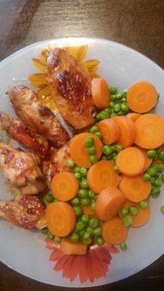 Zvířátkový den - pečené kuřecí maso na velmi malém množství tuku + vařená mrkev a hrášek