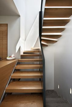 שני בתים, שלושה דורות - מגזין את Modern Asian, Cement, Stairs, Home Decor, Stairways, Stairway, Decoration Home, Room Decor, Staircases