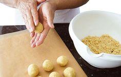 Grundrezept Cake Pops: Kuchenbälle formen