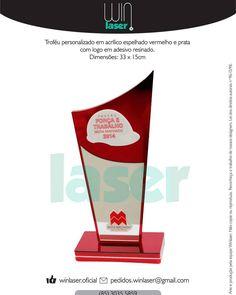 Troféu personalizado em acrílico espelhado vermelho e prata com logo em adesivo…