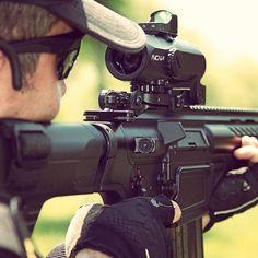 Türk şirketi 3EOS'un yerli üretim MPT-76 Tüfeğine yerleştirdiği gene yerli üretim Avcı optik Dürbün.