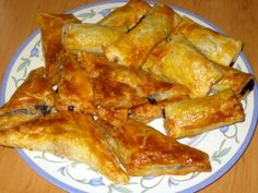 Jam Turnovers (Lekvárove Taštičky) Learn how to make jam turnovers. These are amazingly easy to make and extremely delicious. Slovak Recipes, Czech Recipes, Hungarian Recipes, Hungarian Food, Polish Recipes, Polish Food, How To Make Jam, Sweet Tooth, Deserts
